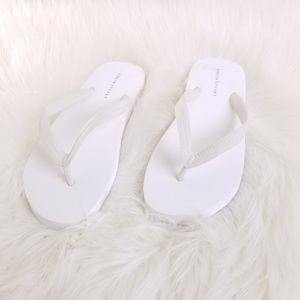 Colin Stuart Thong White Slippers Size 8 B50